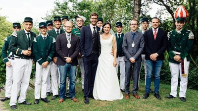 Auch ein gemeinsames Gruppenfoto der Glückwünscheüberbringenden wurde geschossen. Foto: Max Brunnert
