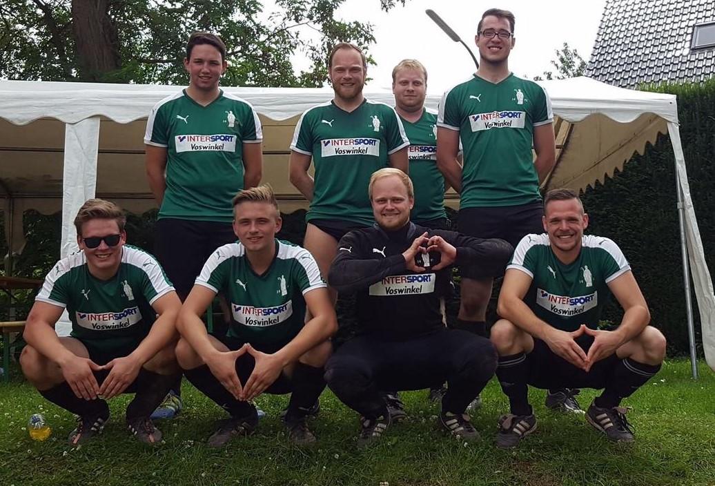 Für die JSG liefen auf: Maurice Ley, Nils Henscheid, Leon Schneider, Christian Scholl, Robin Grießel, Florian Scholl, Markus Fabritius und Matthias Schopp (v.l.n.r.) Foto: JSG Lantershofen