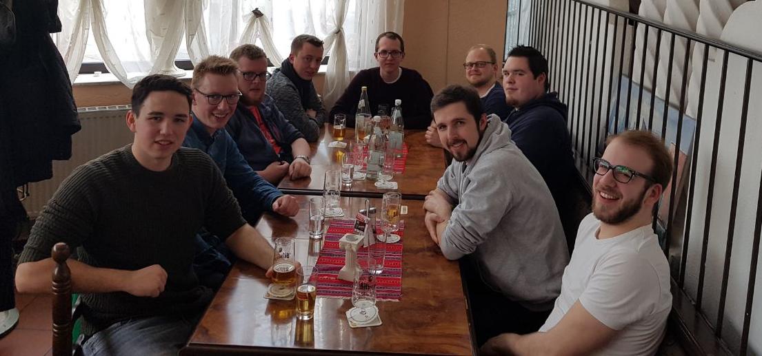 Auf Einladung von Herrn Gies gab es für die Reisegruppe ein Mittagsmahl beim Griechen. Foto: JSG Lantershofen