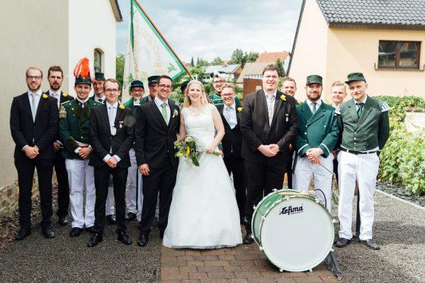 Gemeinsames Gruppenbild mit dem Brautpaar. Foto: Cathy Kohlenberg