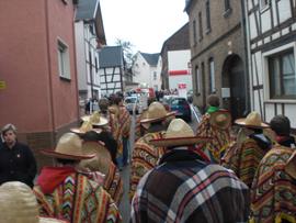 Selbstverständlich ist für die Spielleute die Begleitung des Umzuges im Heimatort. Foto: JSG Lantershofen