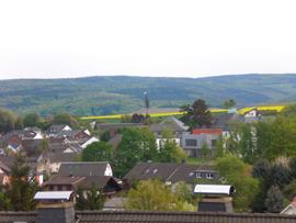 Der Blick vom Hannefeld in Richtung gestelltem Maibaum. Foto: JSG Lantershofen