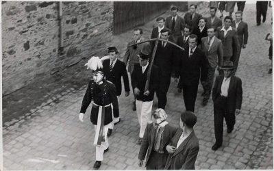 An Schützenfest 1948 wurde noch mit Armbrust geschossen. Repro: Sven Krämer
