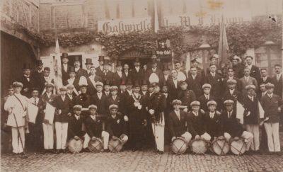Gesellschafftsbild von 1929 vor dem Gasthaus Krupp. Repro: Dirk Unschuld