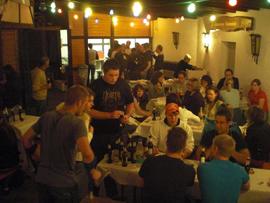 Zu späterer Stunde wurde drinnen ausgiebig weiter gefeiert. Foto: JSG Lantershofen