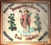 Die alte Tragfahne im Winzerverein vor der Restaurierung. Foto: Thomas Schaaf