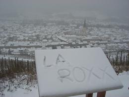 Im Schnee ließ man eine Grußbotschaft da. Foto: JSG Lantershofen