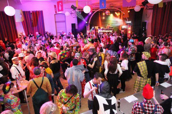 Vollstes Haus in allen Sälen des NEUEN Winzervereins bei bester Karnevals- und Discostimmung. Foto: Thomas Schaaf