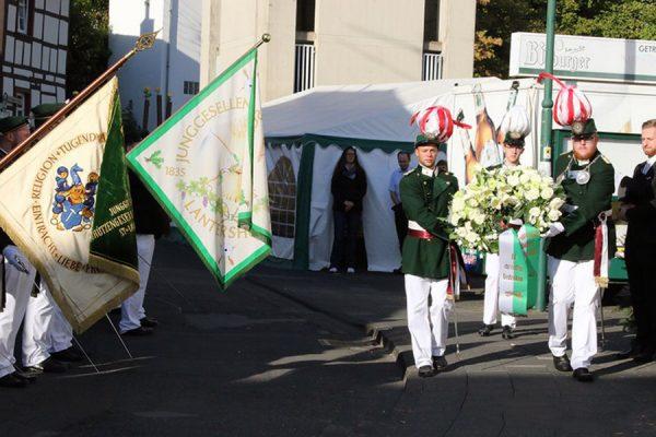 In einem stillen Gedenken wurde ein Kranz für die gefallenen, vermissten und verstorbenen Kameraden unserer Gesellschaft niedergelegt. Foto: Thomas Schaaf