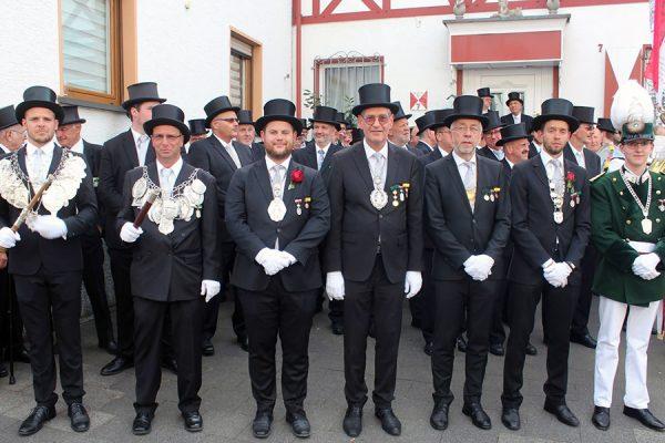 Lantershofener und Ahrweiler Majestäten und Hauptleute freuen sich auf die Parade. Foto: Dirk Unschuld
