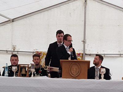 Hauptmann Johannes Schütz während seiner Rede auf dem Festkommers. Foto: JSG Lantershofen
