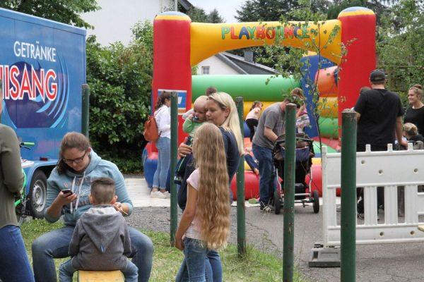 Kinderbelustigung, Hüpfburg, Schminken und andere Spiele sind stets gefragt bei den Kindern. Foto: Thomas Schaaf