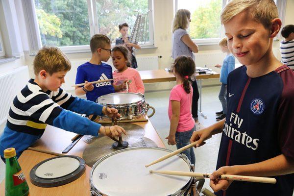 Beliebtes Instrument bei den Kleinen war die Marschtrommel. Foto: Thomas Schaaf