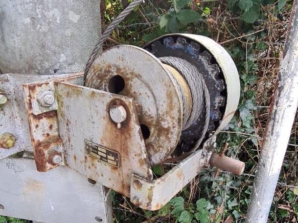 Der Zahn der Zeit hat an der manuellen Seilwinde des Kugelfangs genagt. Foto: JSG Lantershofen