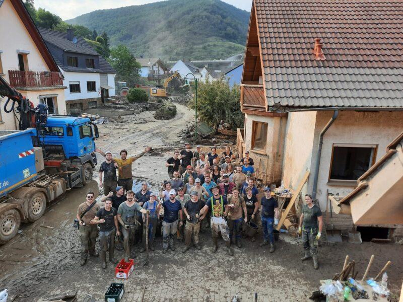 Team Hand in Altenahr. Foto: JSG Lantershofen