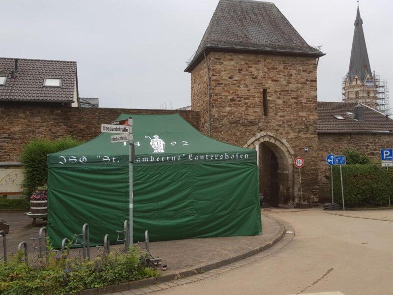 Premiere des neuen Zeltes am Adenbachtor.